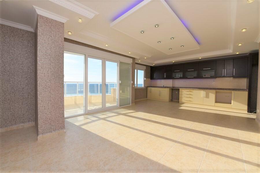 2+1 Просторная квартира на первой линии моря с красивым панорамным видом