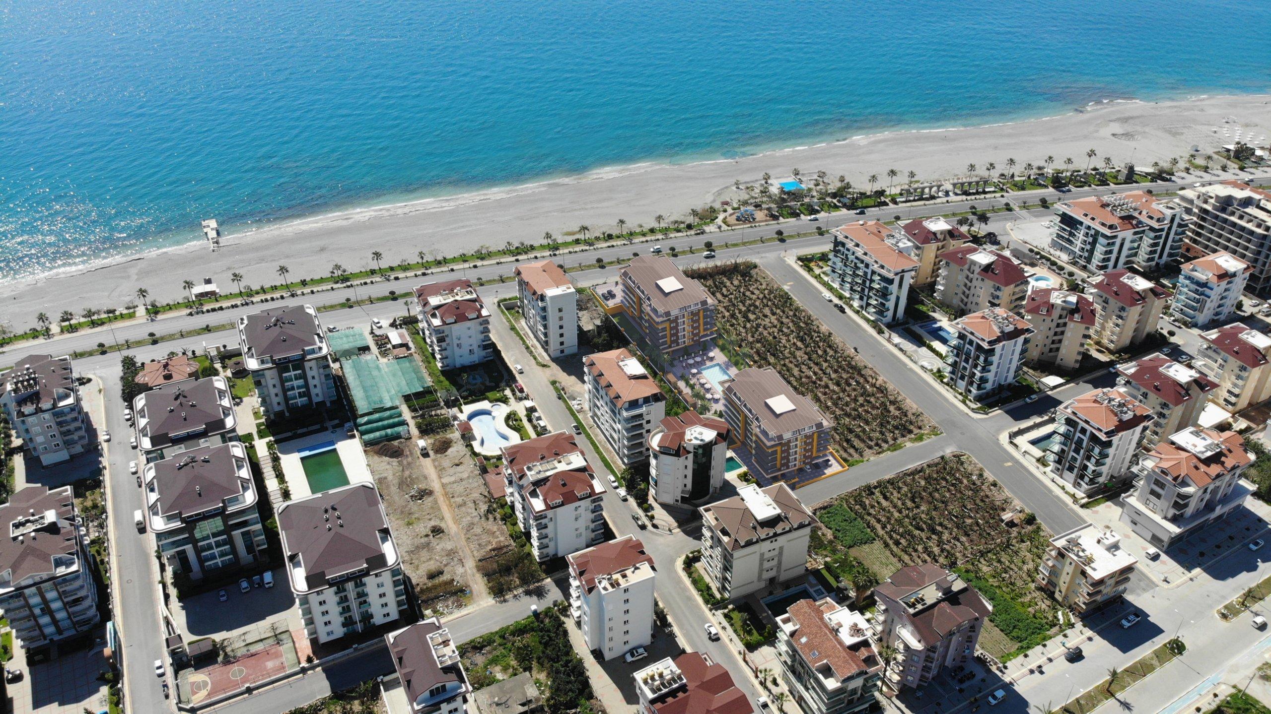 Новые квартиры на первой линии моря в строящемся жилом комплексе