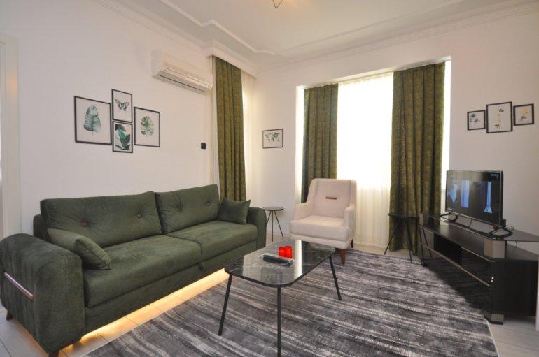 Трехкомнатная квартира с новой мебелью на первой береговой линии
