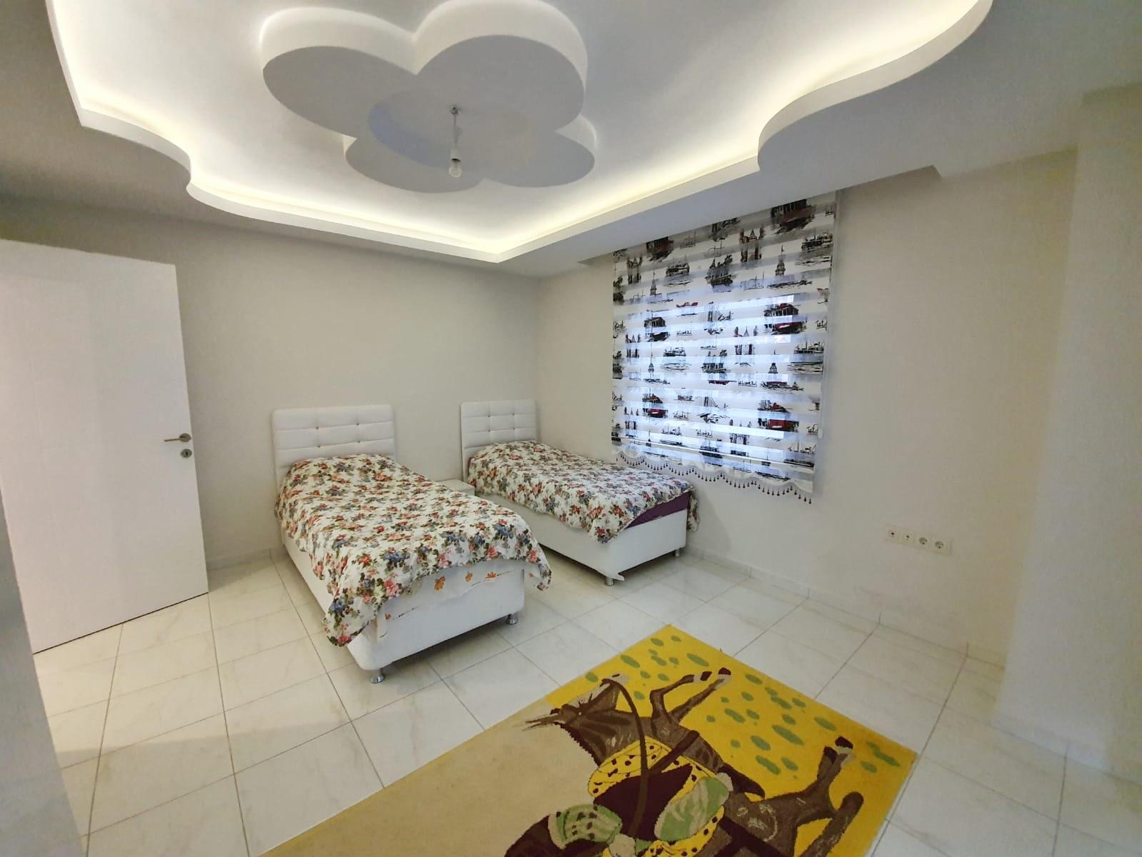 3+1 Очень просторная меблированная квартира в жилом комплексе с большим бассейном