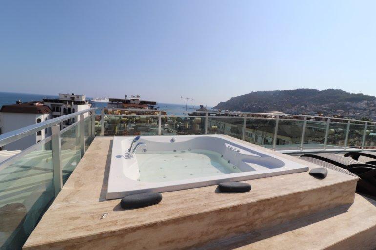 Двухкомнатная новая  квартира в центре Алании рядом с морем и инфраструктурой города