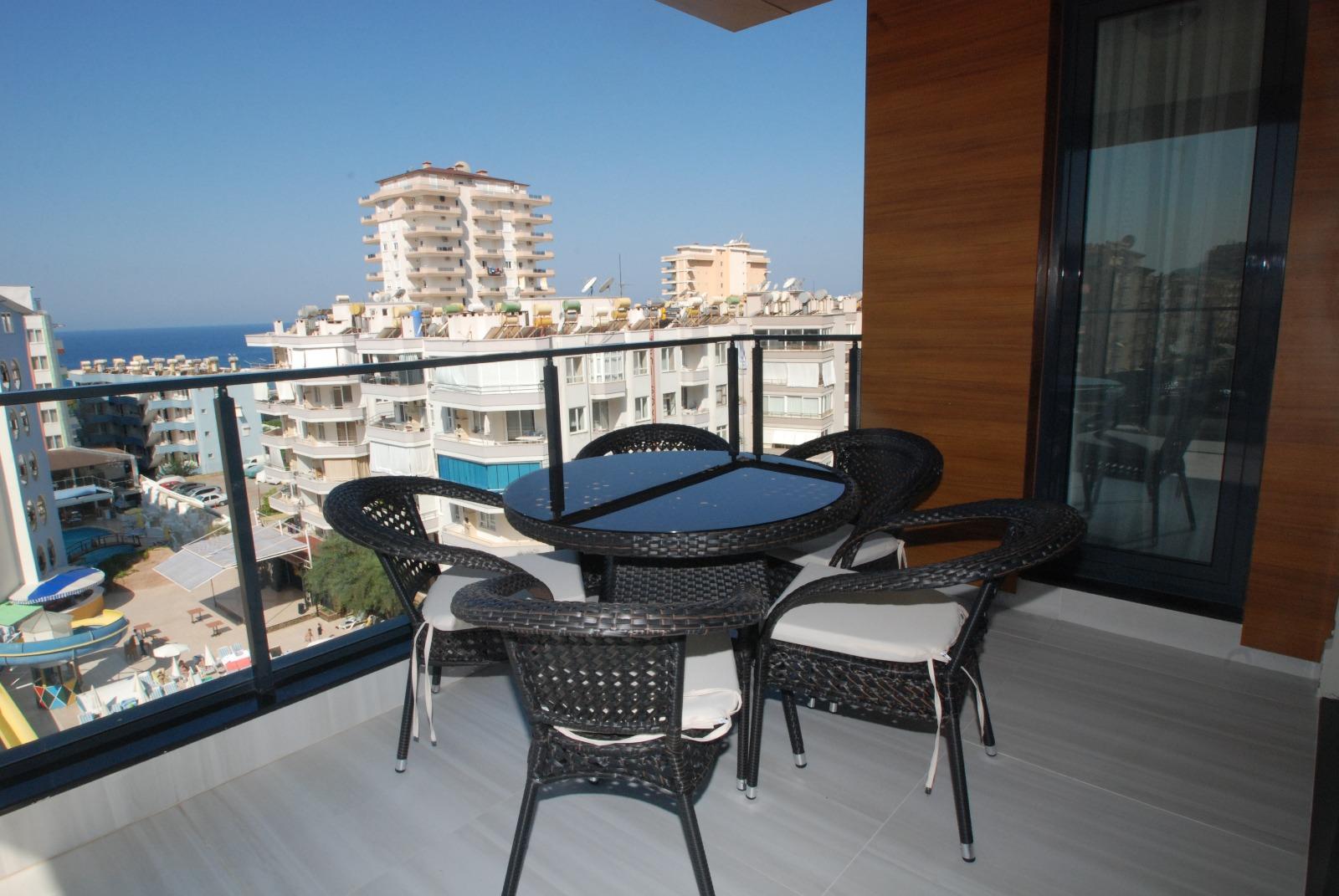 Продажа трехкомнатной меблированной люкс квартиры c видом на море