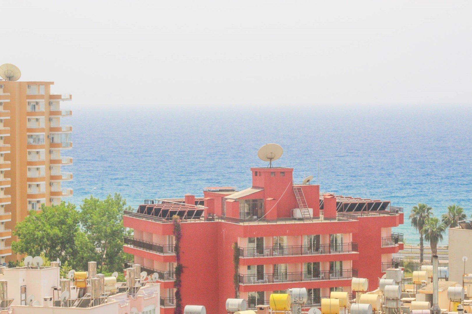 Полностью меблированная 1+1 квартира на высоком этаже с видом на море