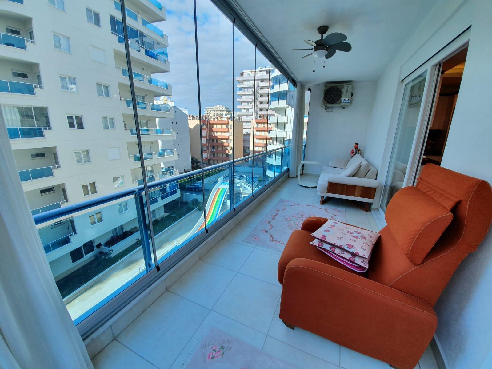 Двухкомнатная меблированная квартира в жилом комплексе в Махмутларе