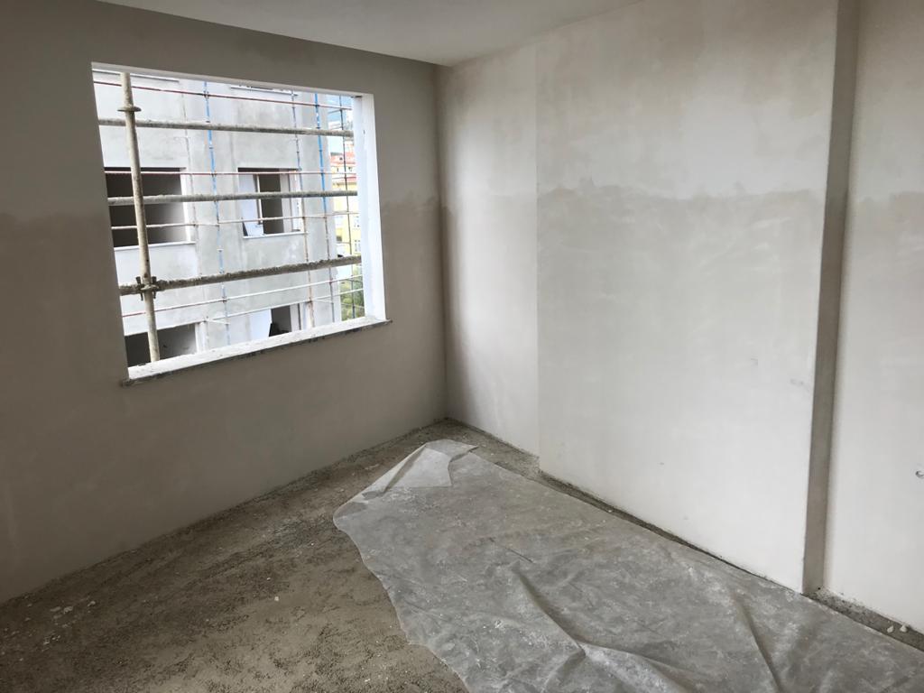 Трехкомнатная квартира в строящемся жилом комплексе в районе пляжа Клеопатра