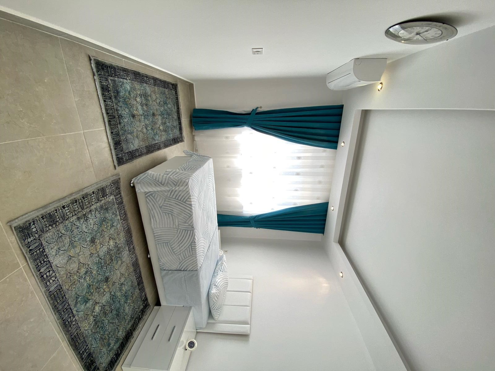 2+1 Новая меблированная квартира в жилом комплексе в Махмутларе