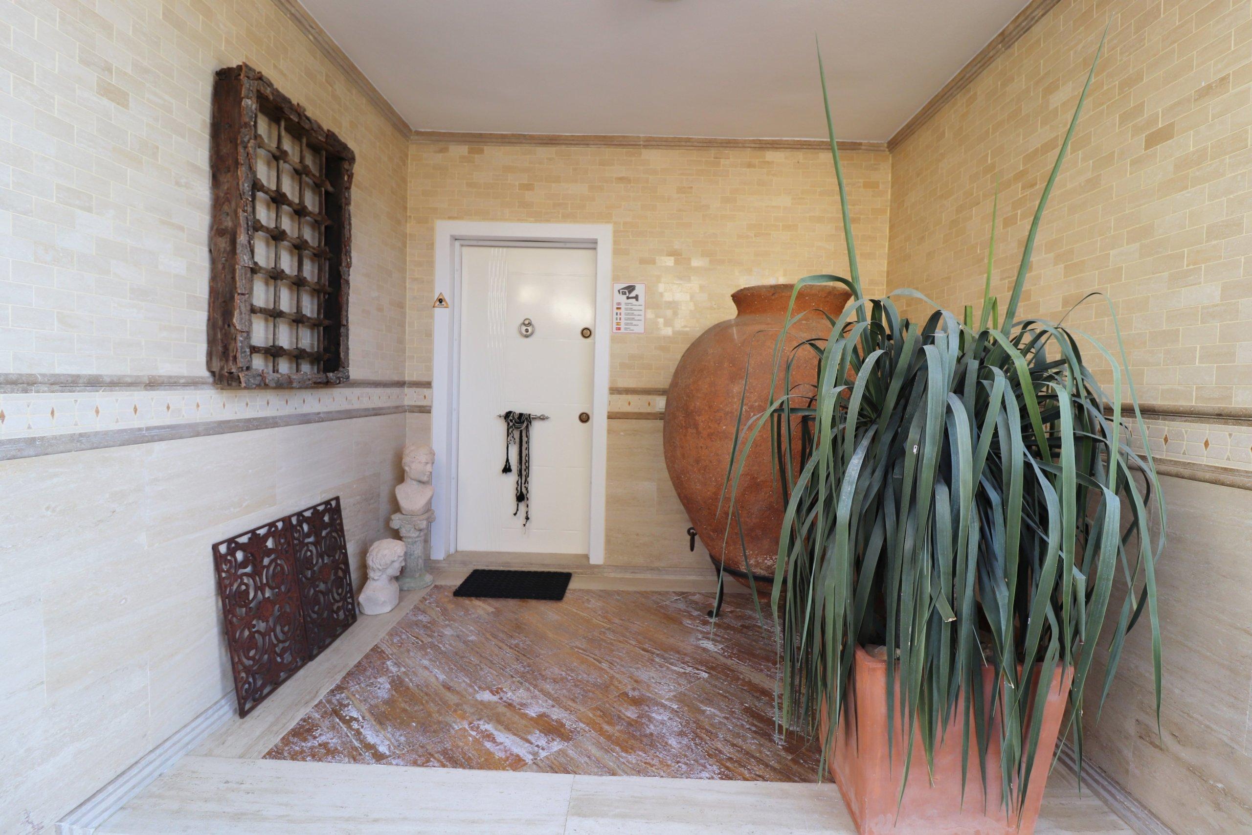 Эксклюзивная двухэтажная вилла в античном стиле с великолепным панорамным видом