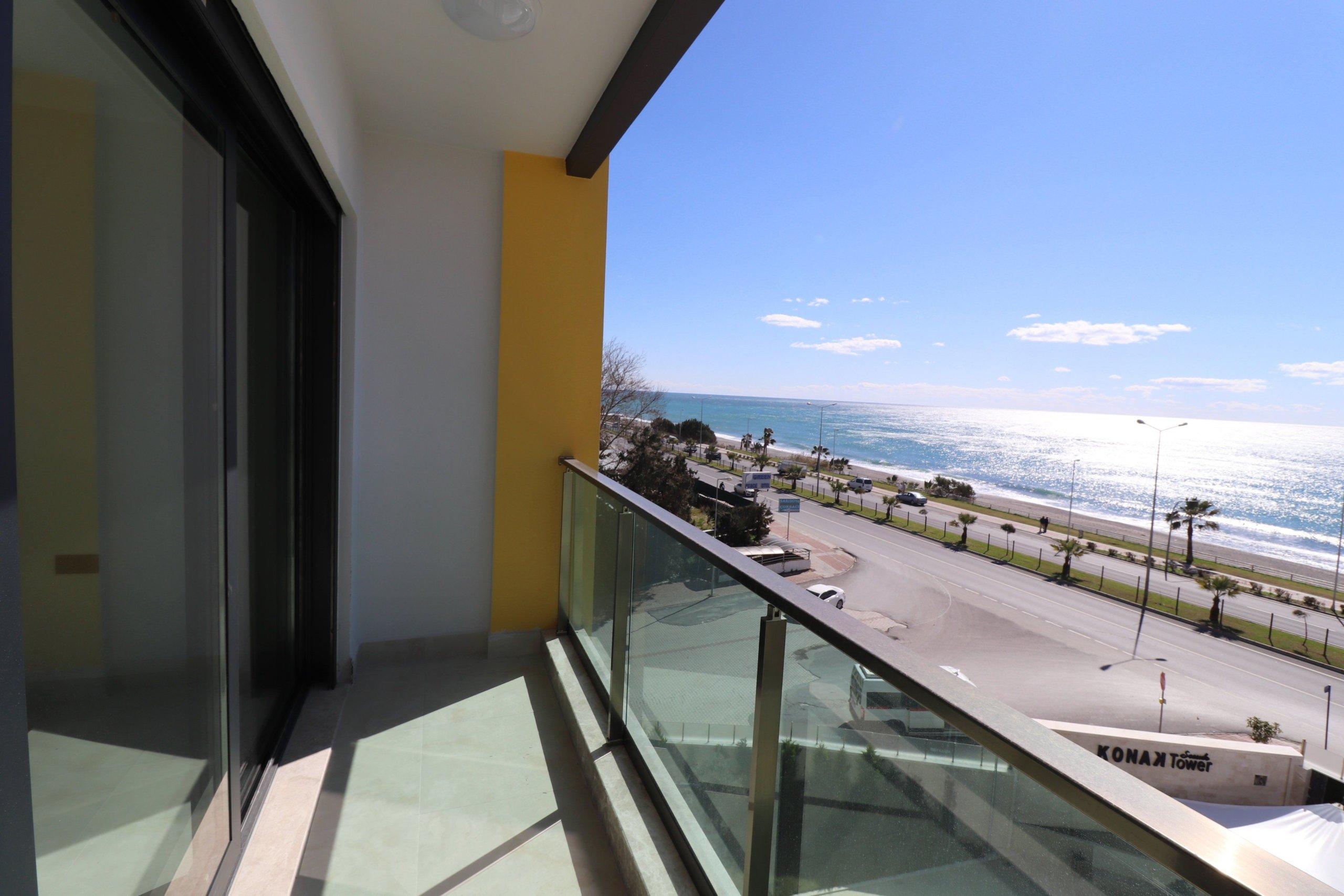 Купить двухкомнатную квартиру на первой линии моря