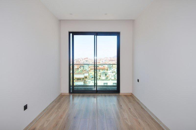 3+1 Новая очень просторная квартира в центре города с видом на море