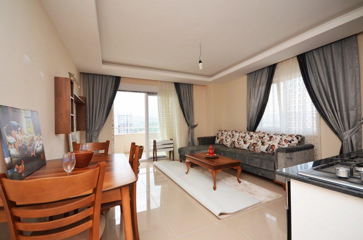 1+1 Меблированная квартира на 10 этаже в жилом комплексе в Махмутларе