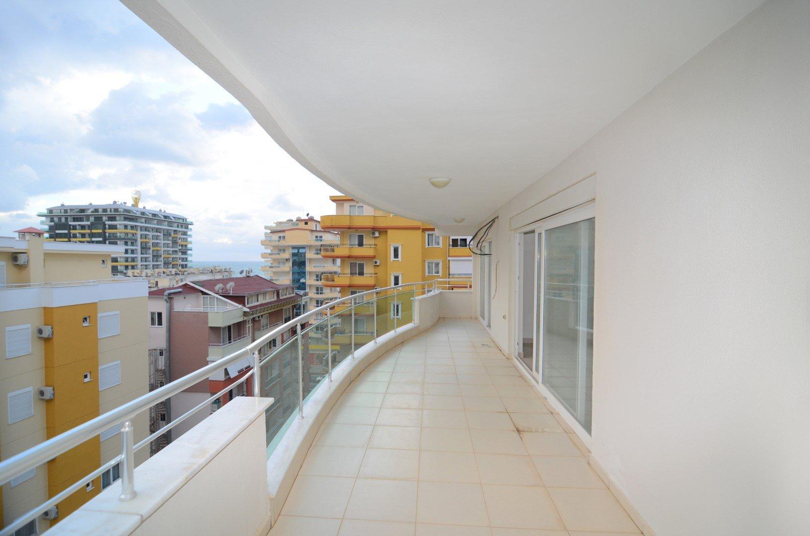 Трехкомнатная квартира на высоком этаже с видом на горы