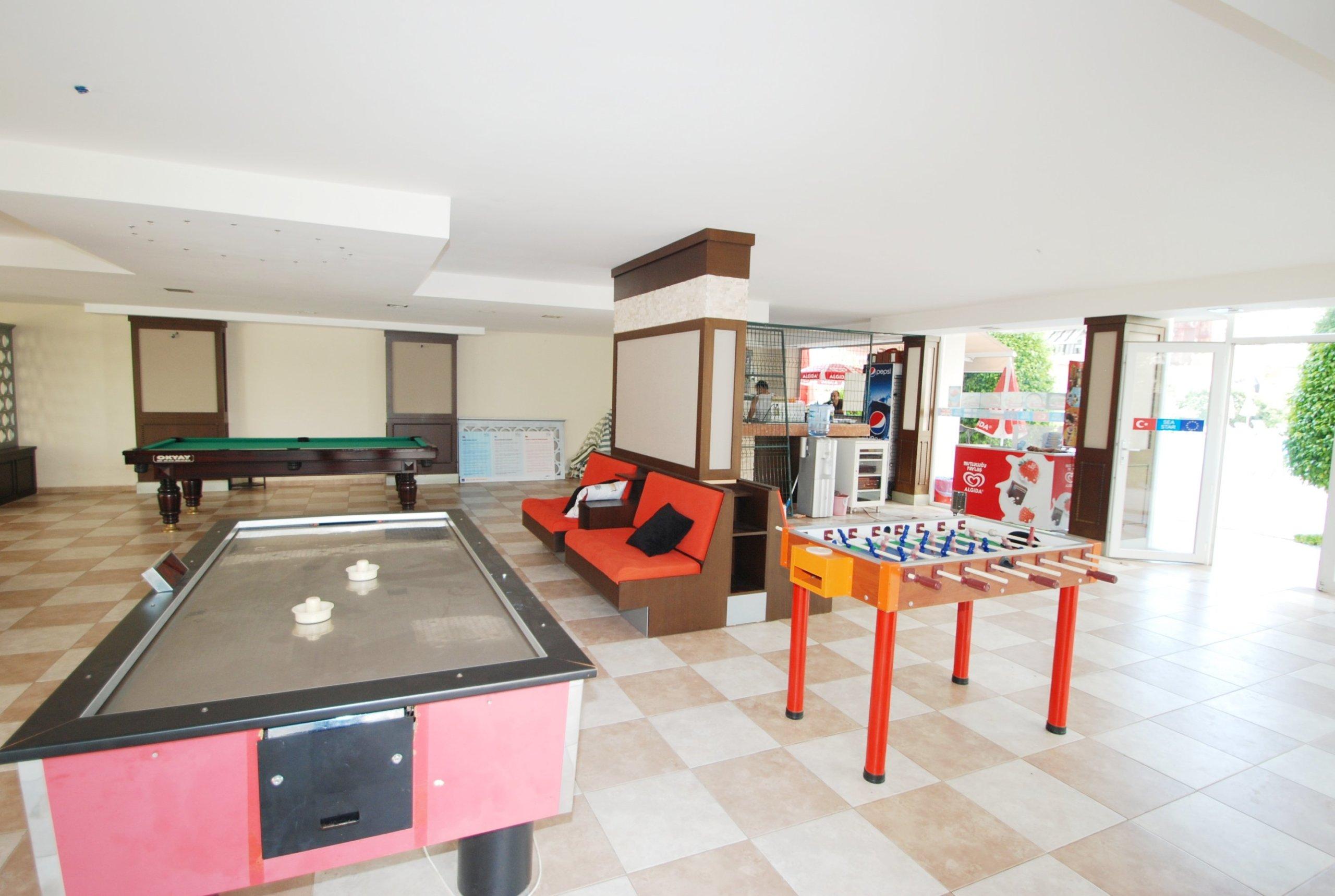 Трехкомнатная меблированная квартира в аренду на берегу моря