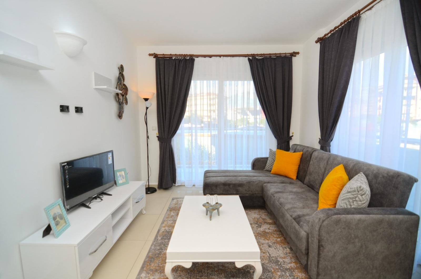 Уютная двухкомнатная меблированная квартира в Оба