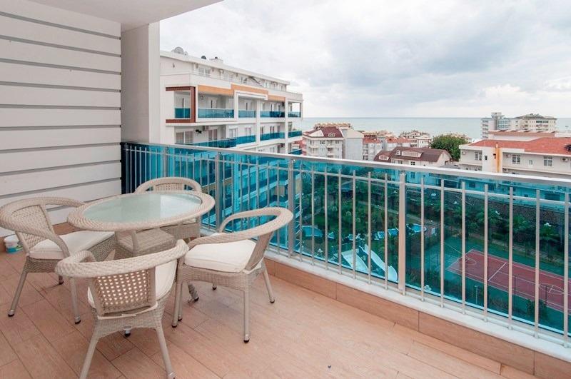 Полностью меблированная  с панорамным видом на море и горы красивая трехкомнатная квартира