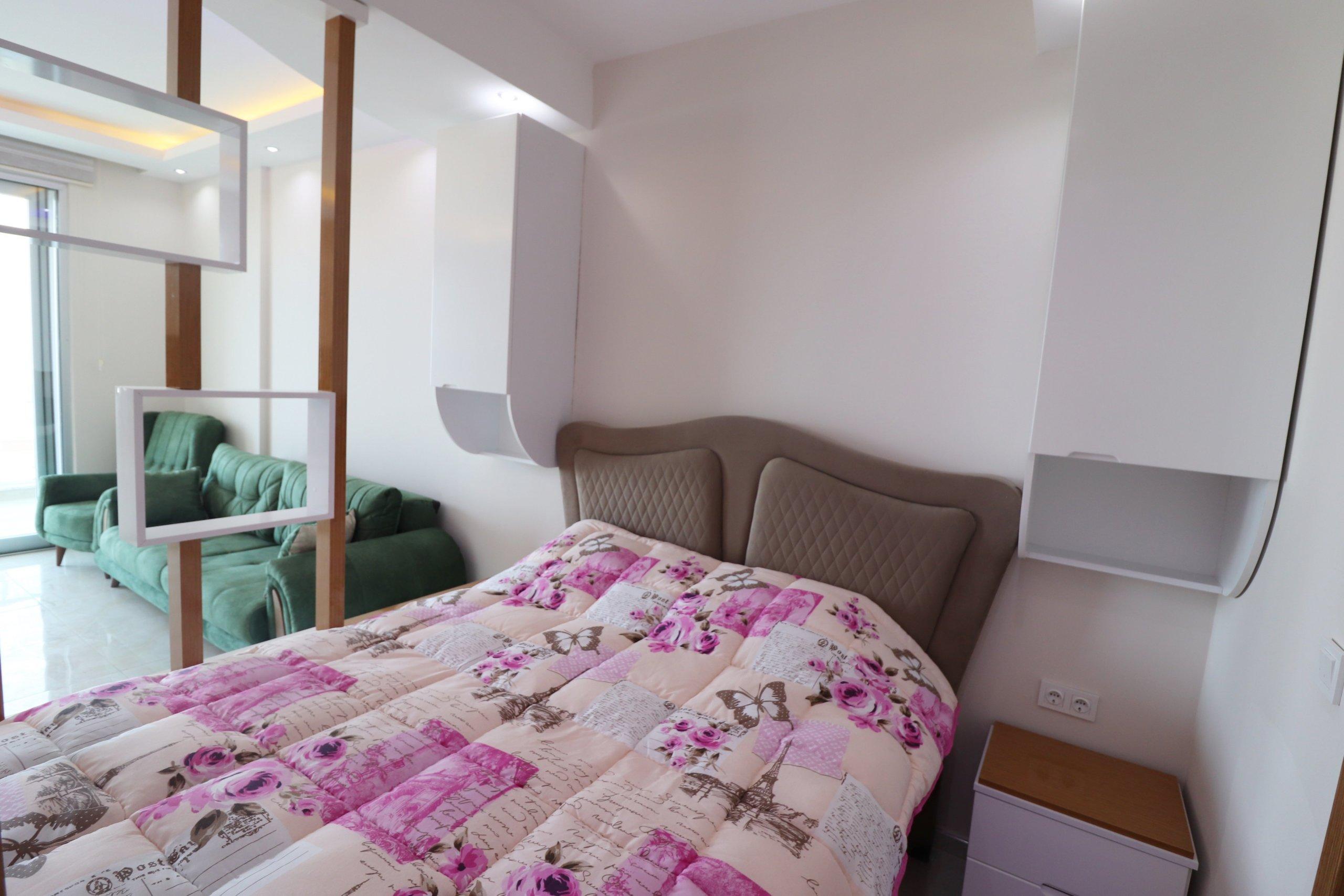 Уютная меблированная студия на высоком этаже с великолепным видом на море и горы