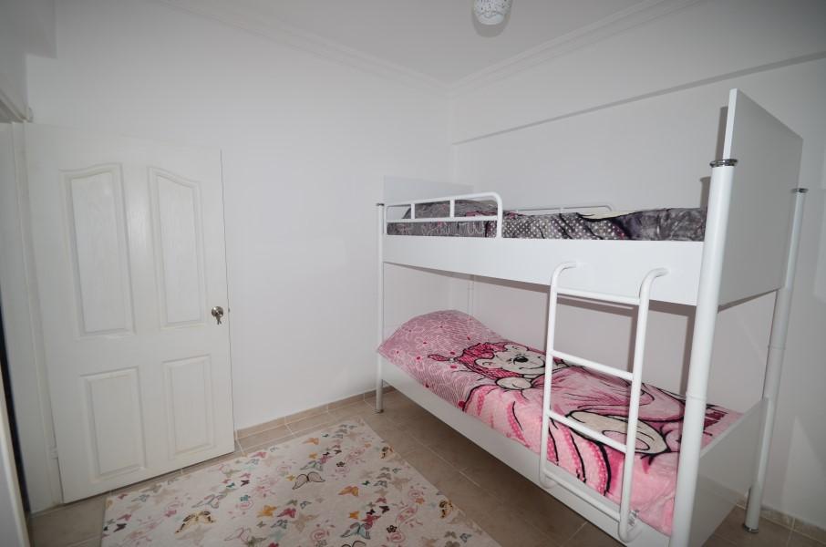 Обустроенная мебелью и бытовой техникой 2+1 Квартира в доме с маленьким айдатом