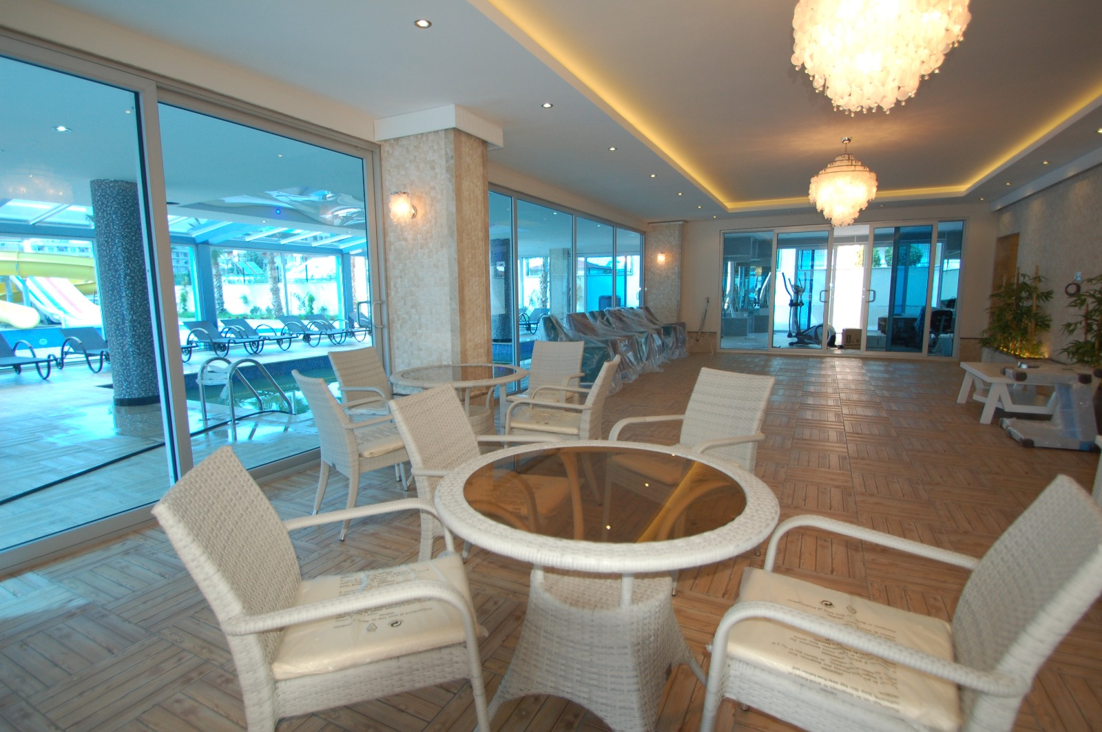 Шикарный пентхаус 3+1с мебелью и комплексе с зимним бассейном в центре города