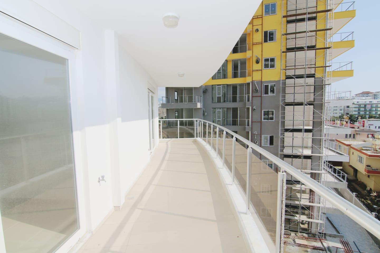 Трехомнатная квартира с видом на горы в новом доме с инфраструктурой на территории