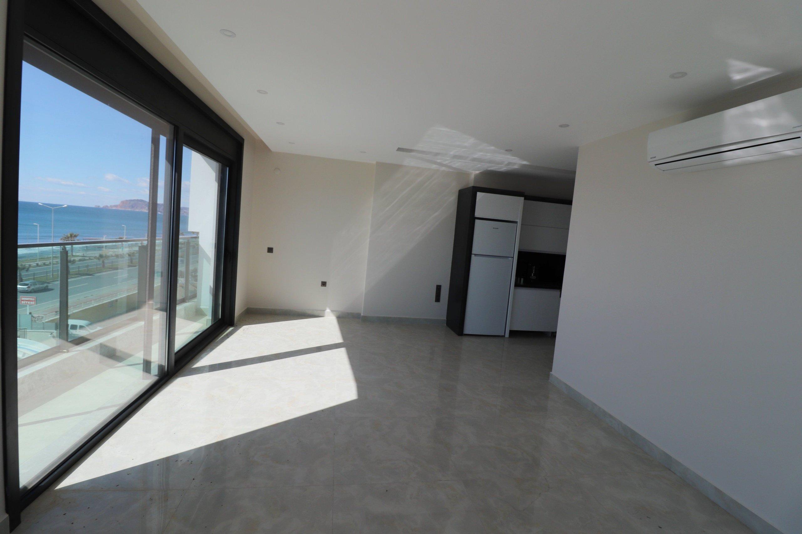 Трехкомнатная квартира с панорамным видом на море, в комплексе класса люкс