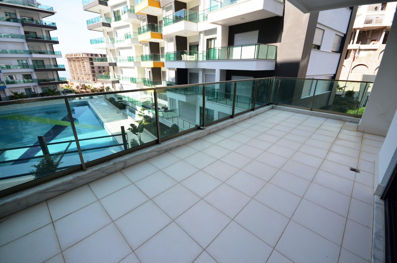 4+1 Меблированный пентхаус в жилом комплексе с богатой инфраструктурой и собственным пляжем