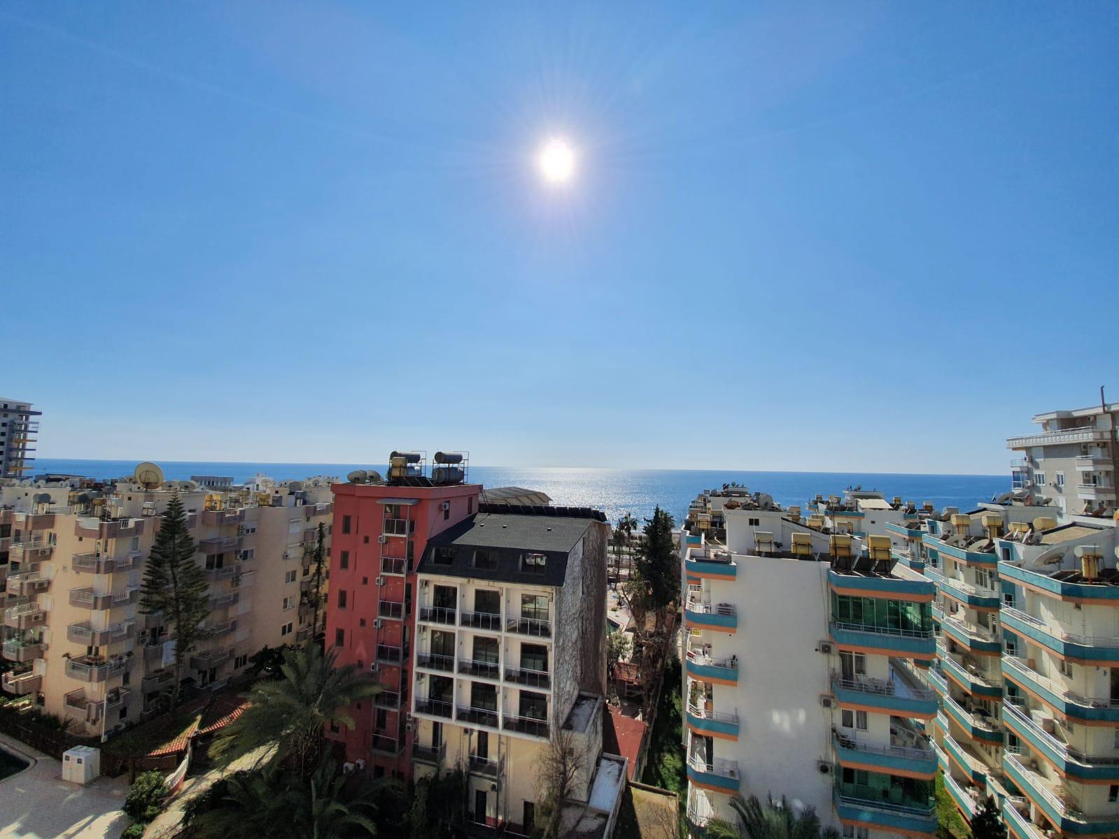 Полностью меблированная трехкомнатная квартира с панорамным видом на море