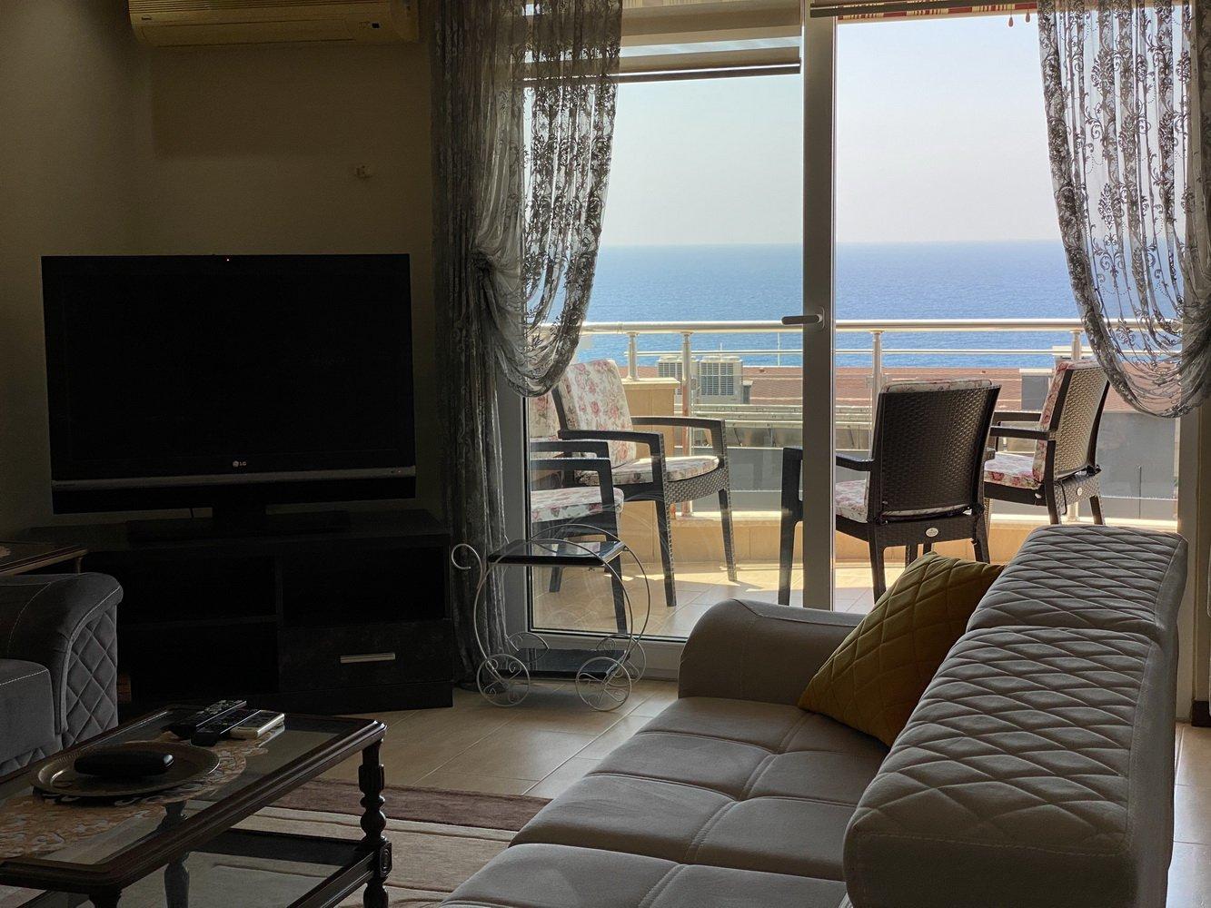 Трехкомнатная квартира на высоком этаже с красивым панорамным видом на море