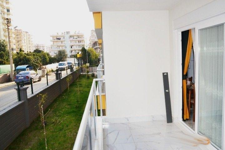 Новая двухкомнатная меблированная квартира на первом этаже